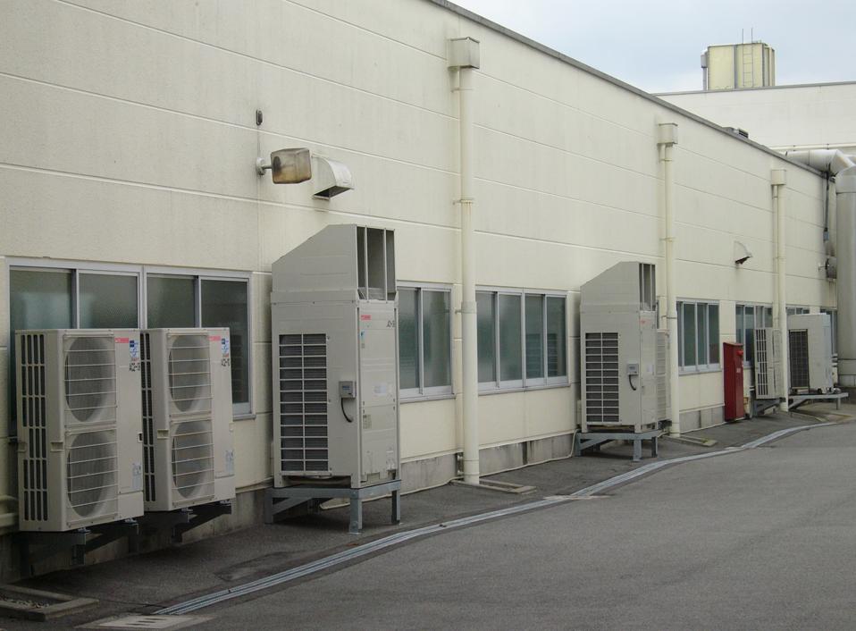 クラタコーポレーション事例の製造工場空調更新工事